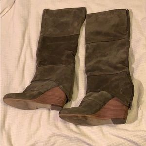 Fergie size 9 brown/gray suede wedge boots